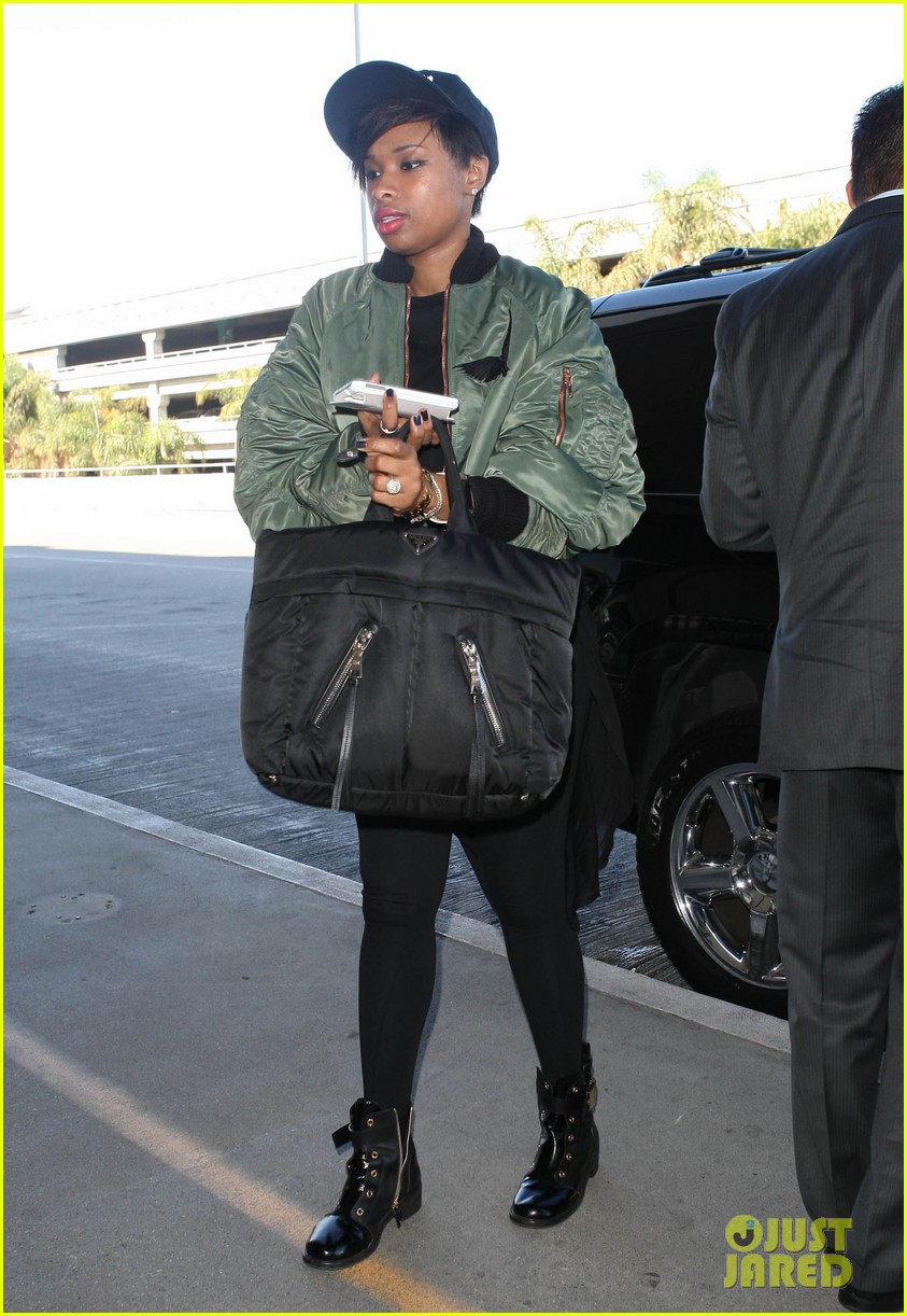 jennifer hudson flies out of town after walk of fame ceremony 082993378