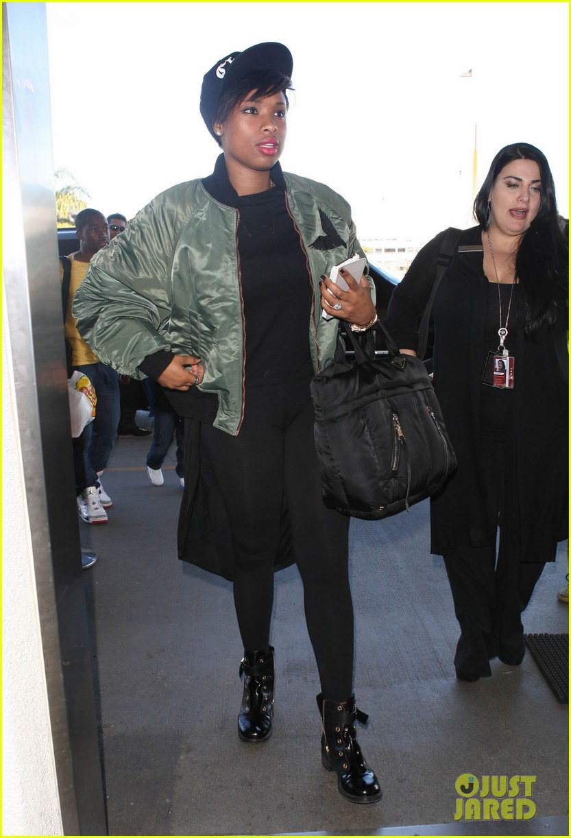 jennifer hudson flies out of town after walk of fame ceremony 122993382