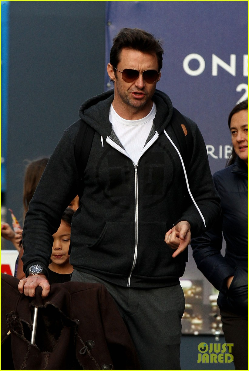hugh jackman steps out with familly after wolverine news 012988357