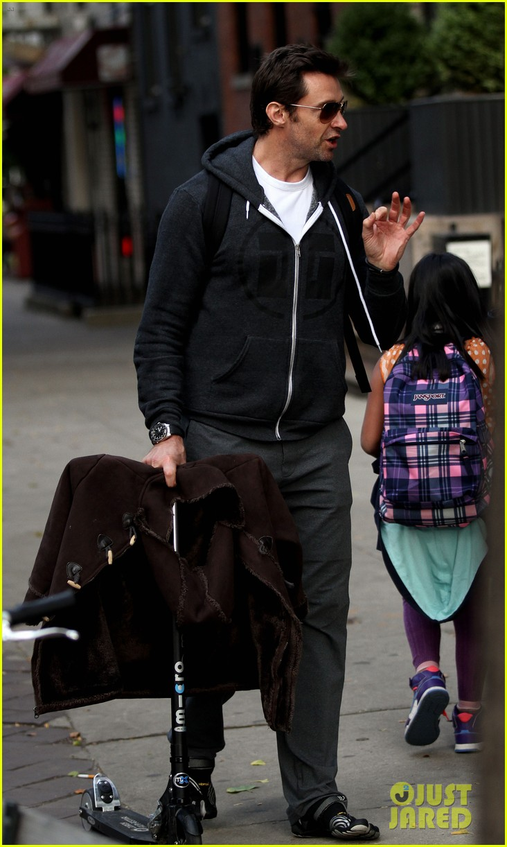 hugh jackman steps out with familly after wolverine news 082988364