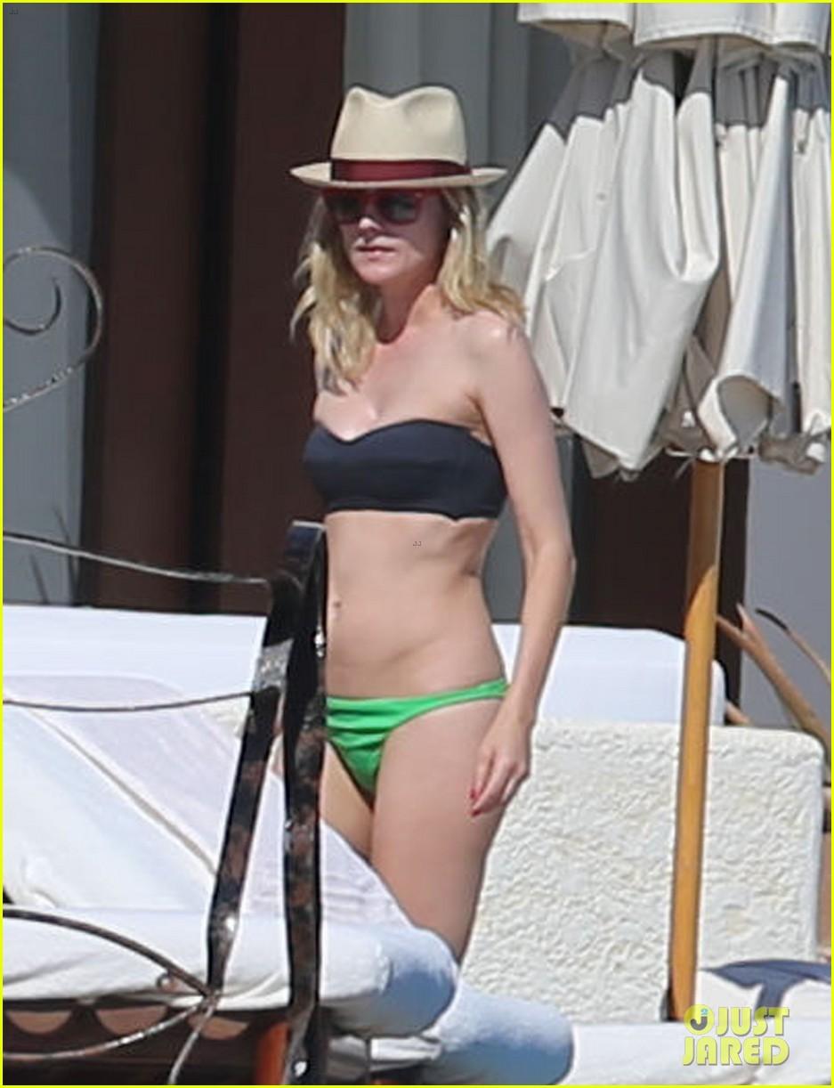 joshua jackson goes shirtless diane kruger wears bikini for cabo getaway 013000920