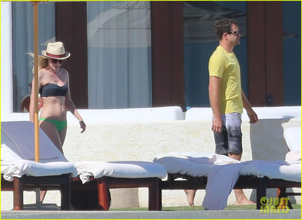 joshua jackson goes shirtless diane kruger wears bikini for cabo getaway 04