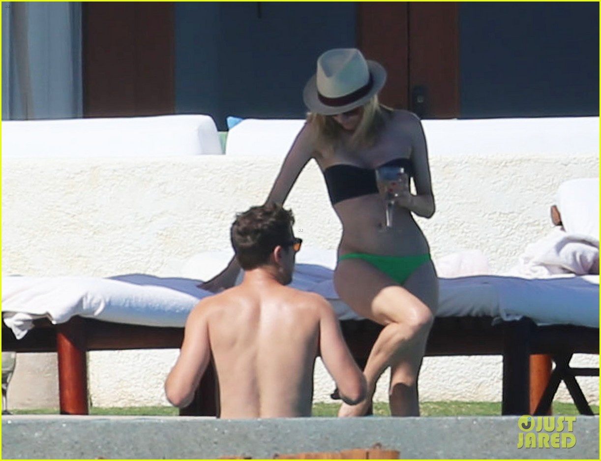 joshua jackson goes shirtless diane kruger wears bikini for cabo getaway 16