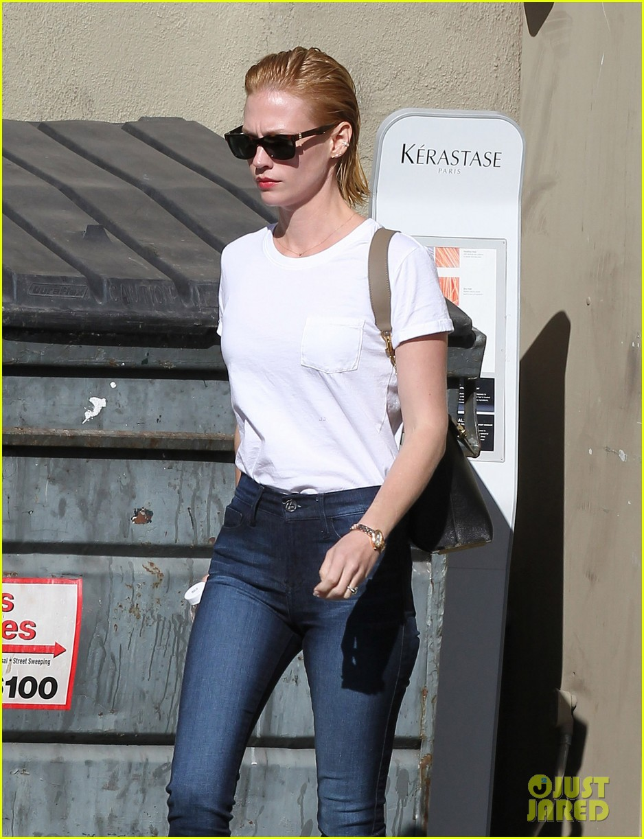 january jones leaves hair salon with wet hair 142993351