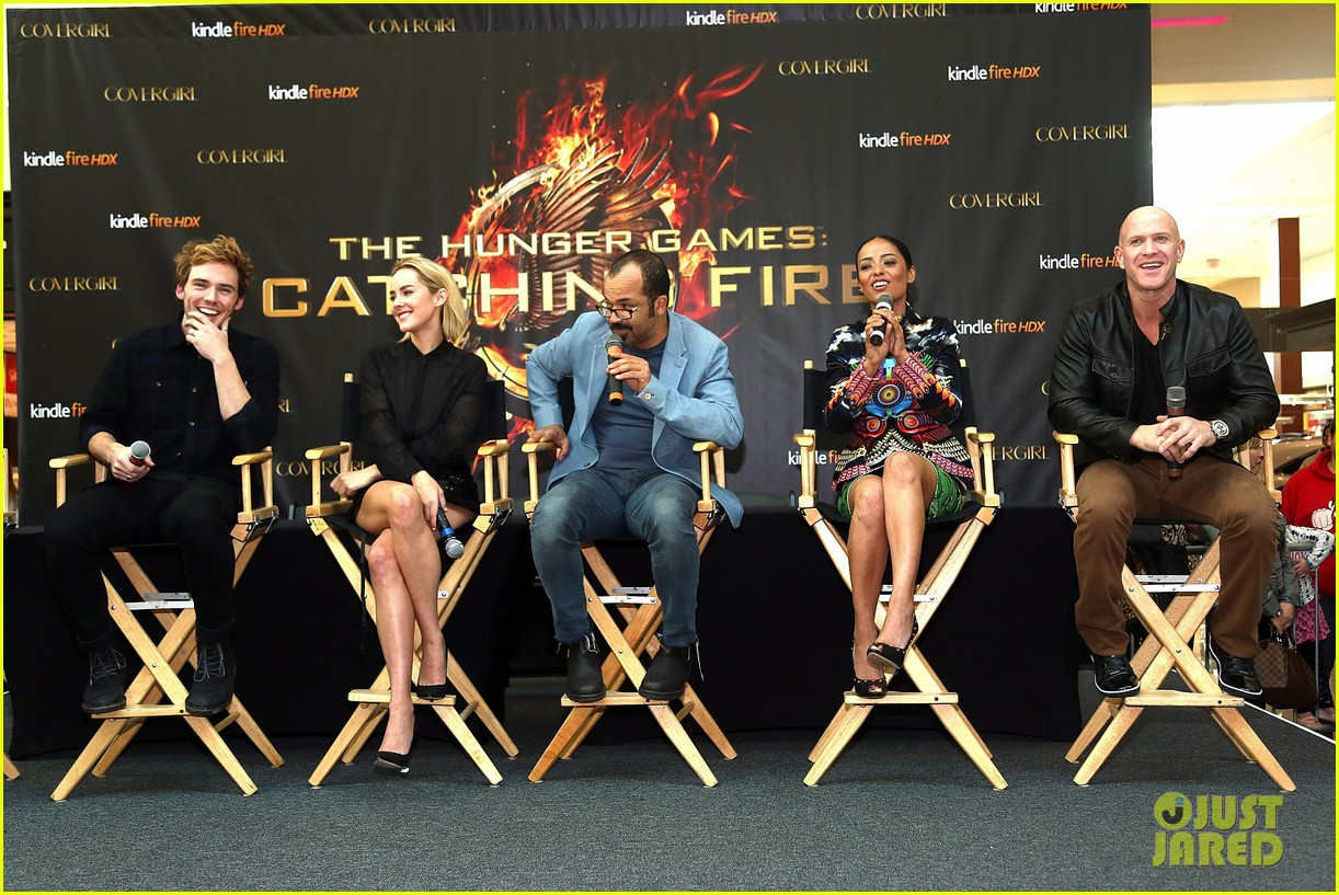 jena malone sam claflin catching fire mall tour 05