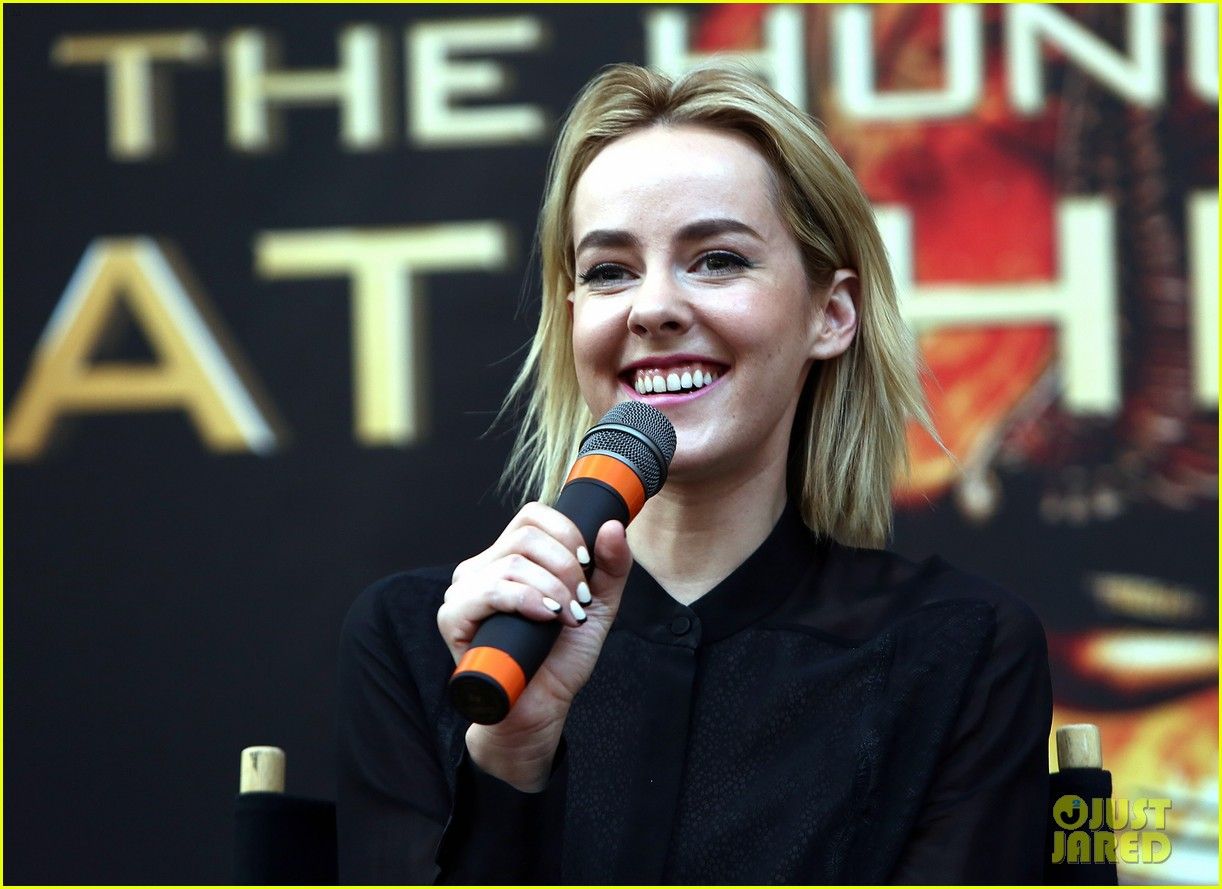 jena malone sam claflin catching fire mall tour 17