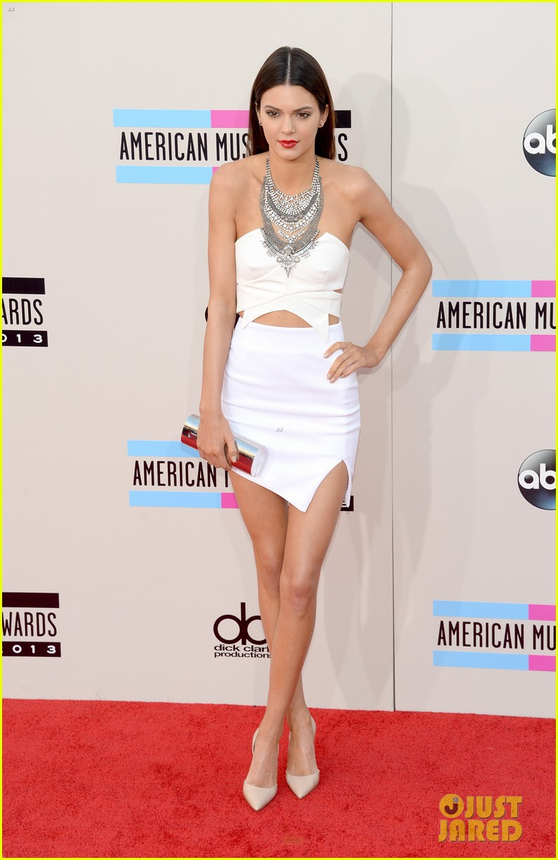 kendall kylie jenner amas 2013 red carpet 012999251