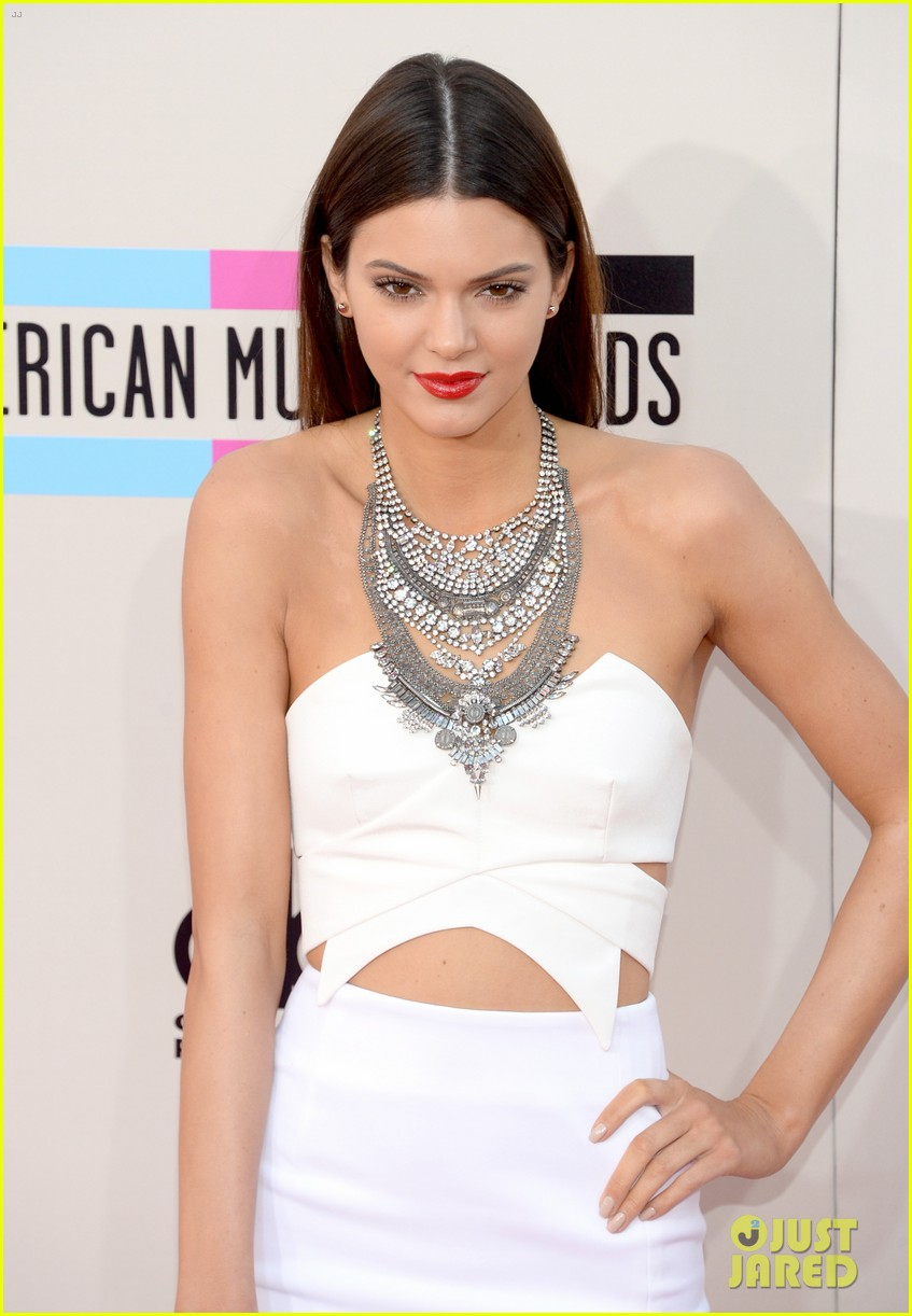 kendall kylie jenner amas 2013 red carpet 04