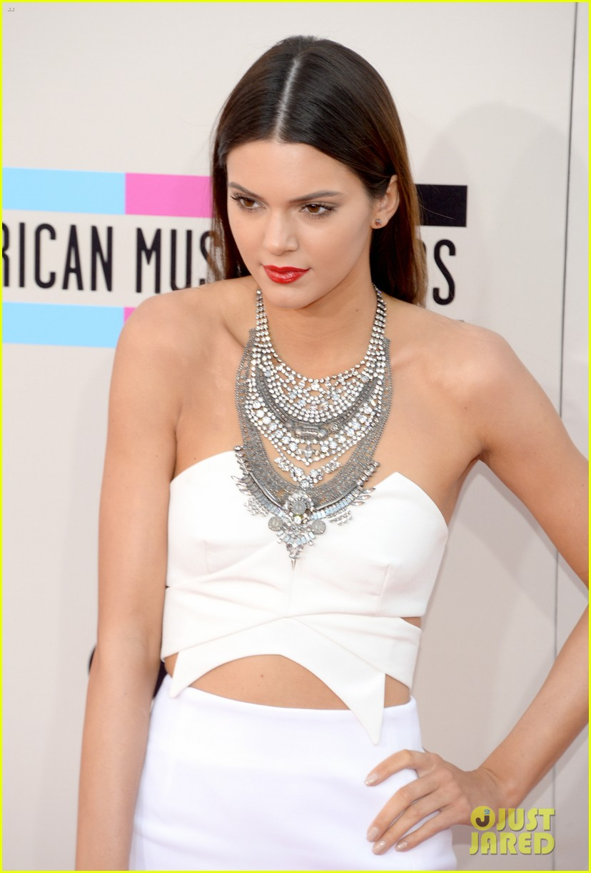 kendall kylie jenner amas 2013 red carpet 092999259