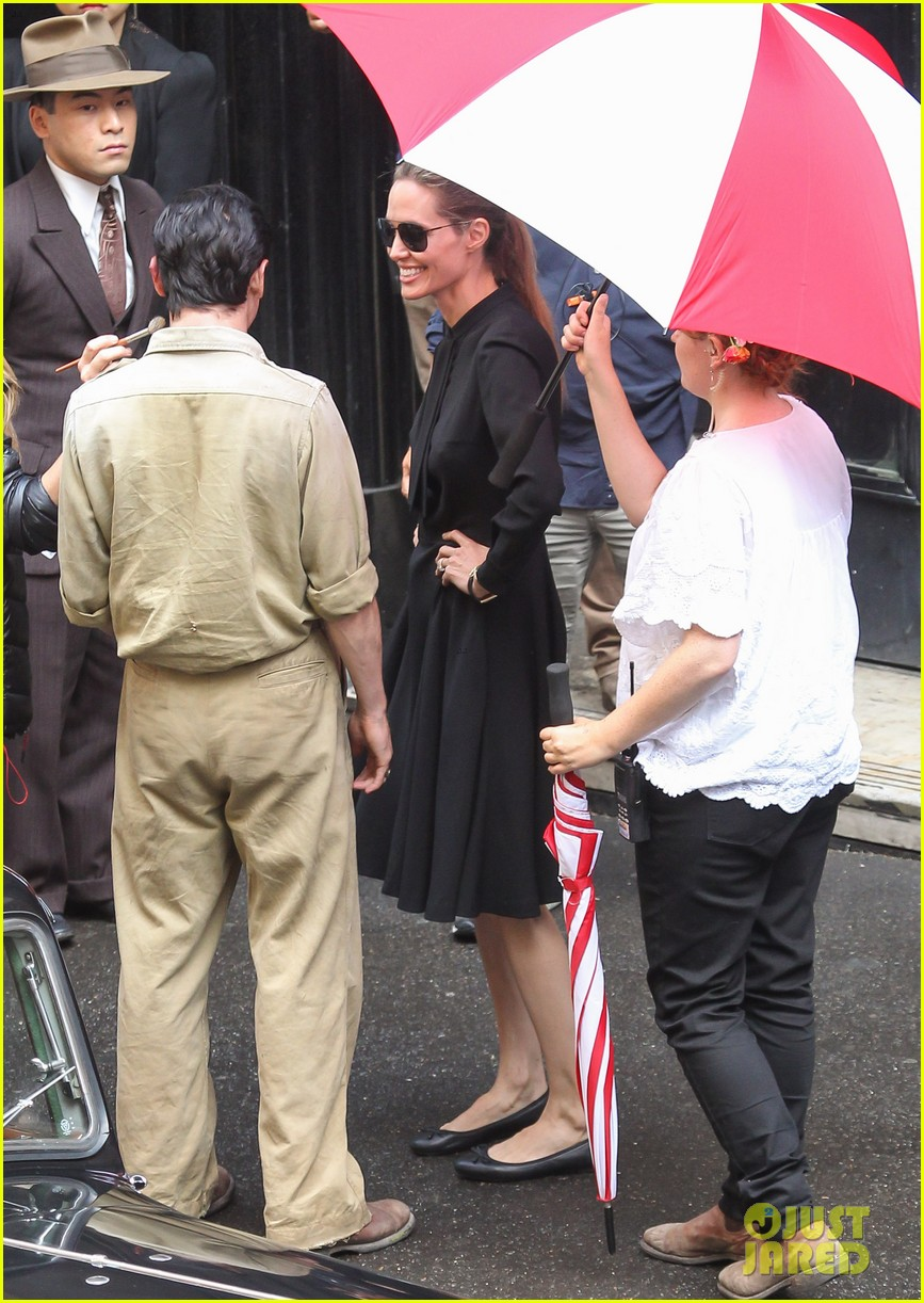 angelina jolie gets back to directing unbroken in australia 022997675