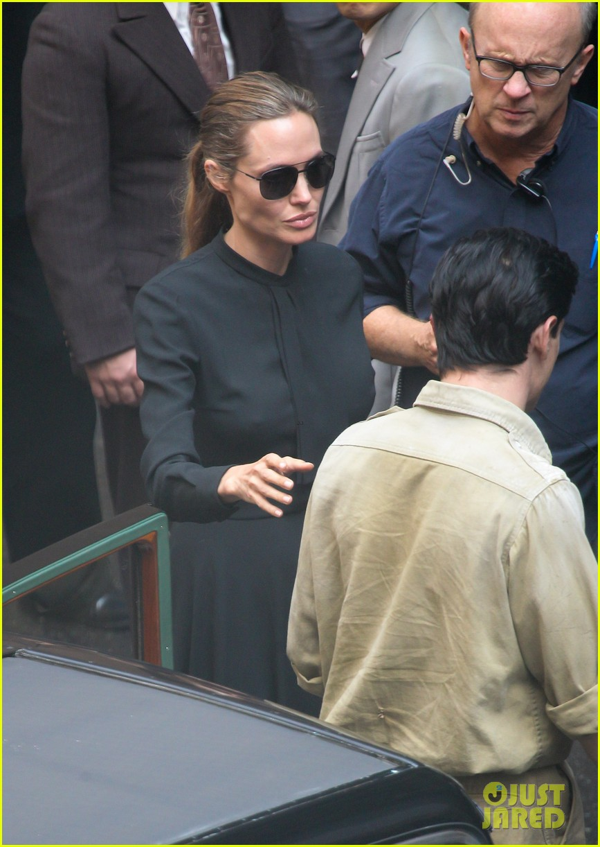 angelina jolie gets back to directing unbroken in australia 042997677