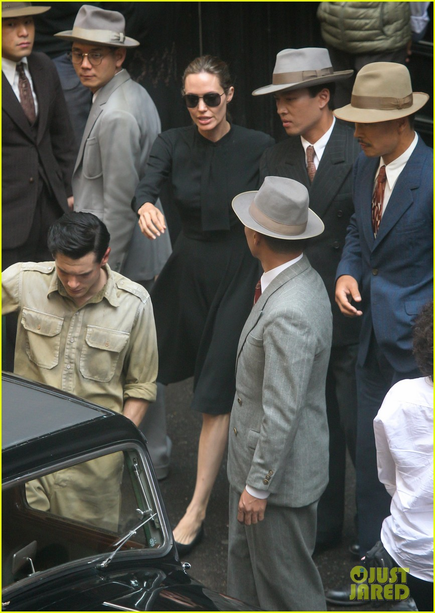 angelina jolie gets back to directing unbroken in australia 062997679