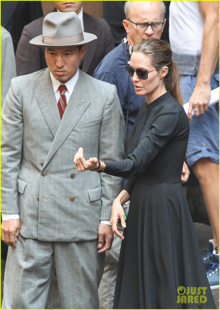 angelina jolie gets back to directing unbroken in australia 122997685
