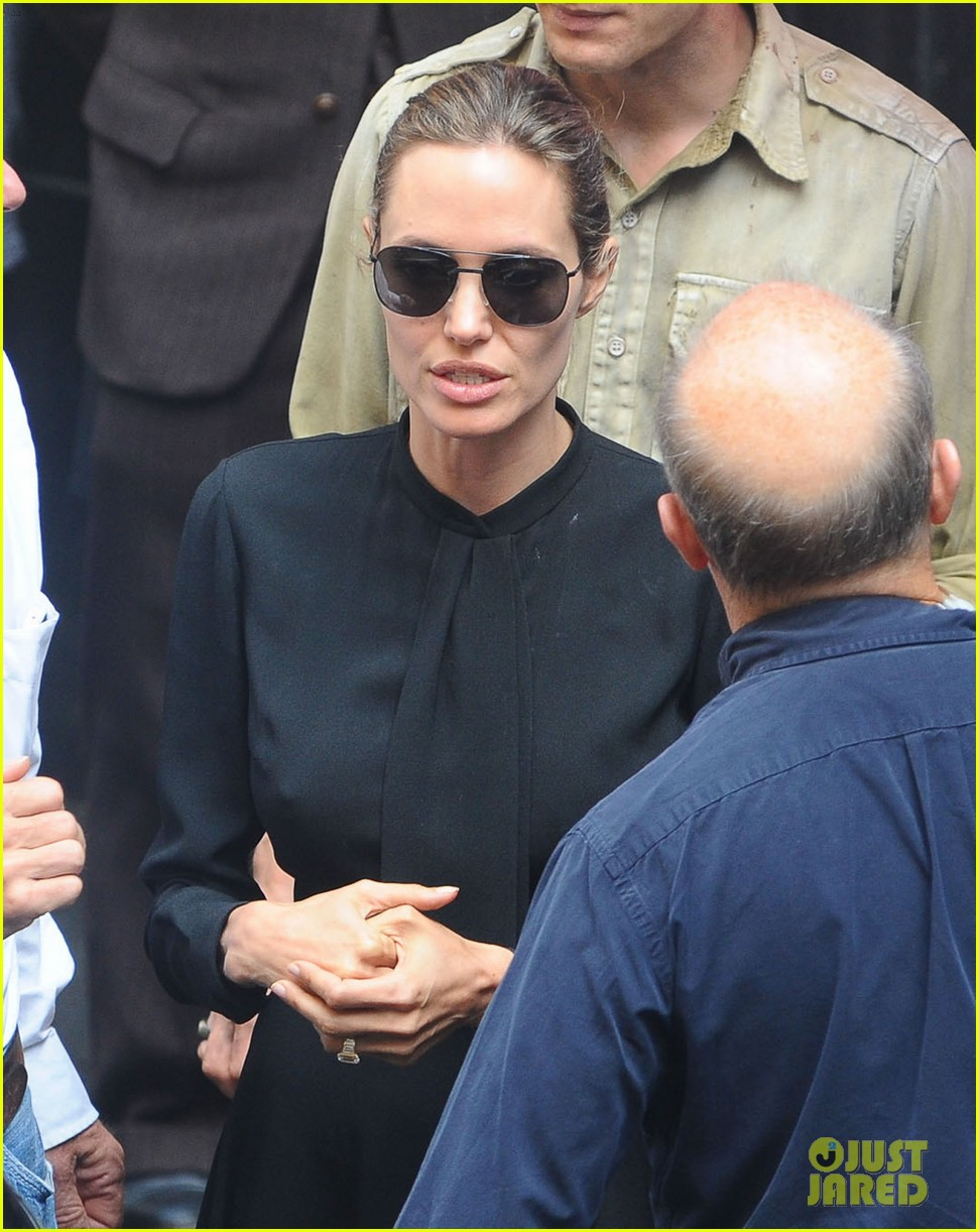 angelina jolie gets back to directing unbroken in australia 162997689
