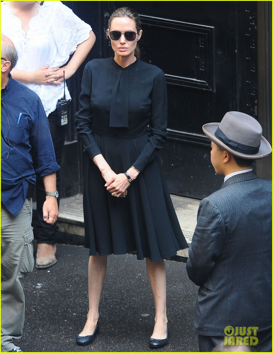 angelina jolie gets back to directing unbroken in australia 262997699