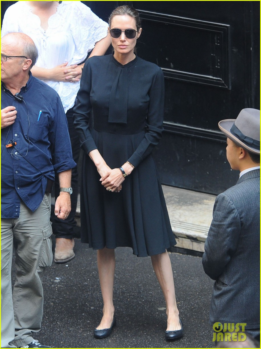 angelina jolie gets back to directing unbroken in australia 272997700