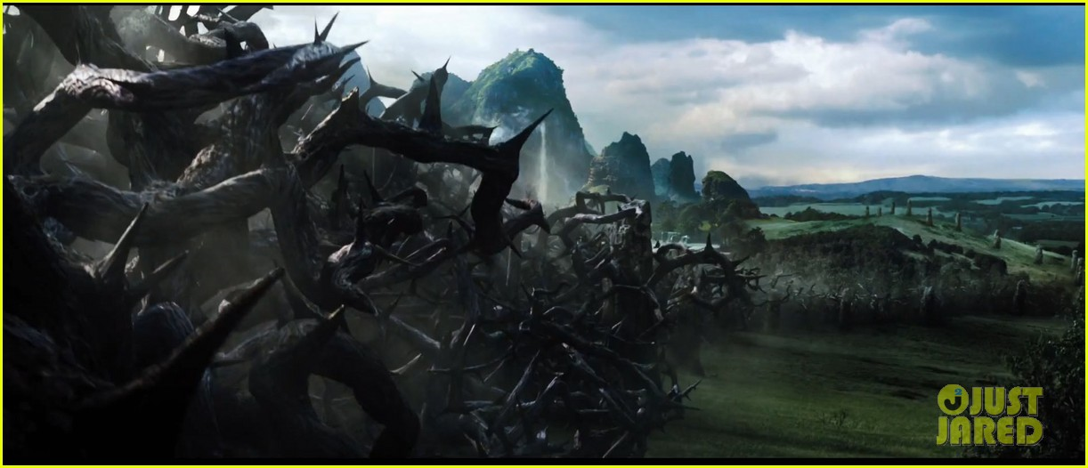 angelina jolie maleficent teaser trailer with daughter vivienne 10