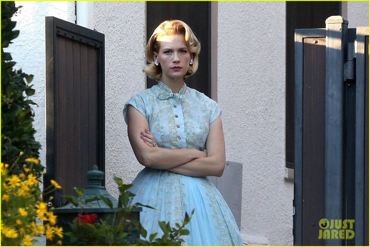 january jones resurrects betty draper for halloween 2013 022984083