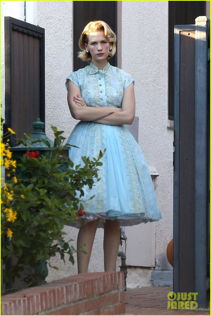 january jones resurrects betty draper for halloween 2013 112984092