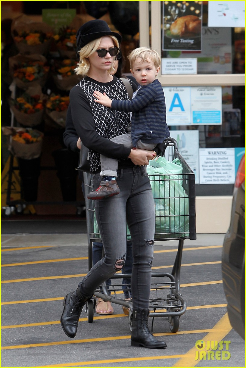 january jones goes food shopping with joyful son xander 02