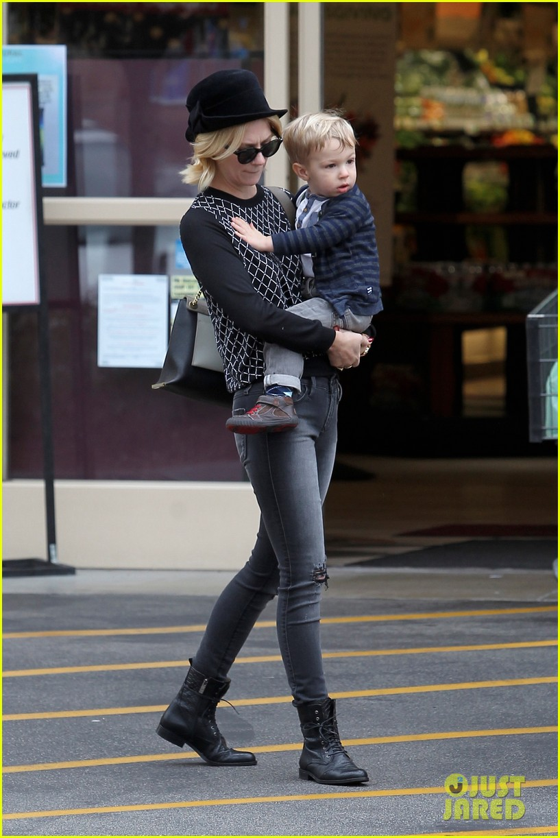 january jones goes food shopping with joyful son xander 172994514