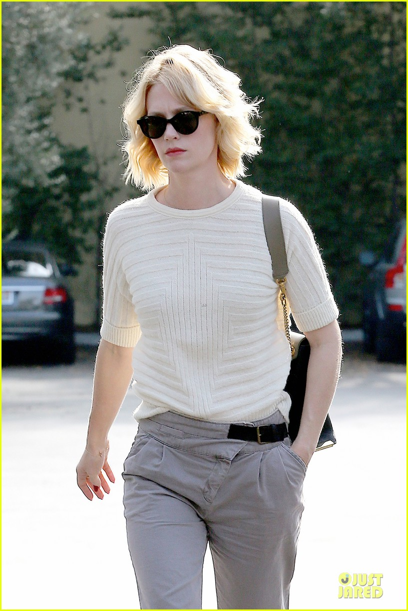 january jones sunglasses sporting pair 042996107
