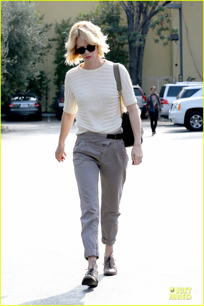 january jones sunglasses sporting pair 052996108