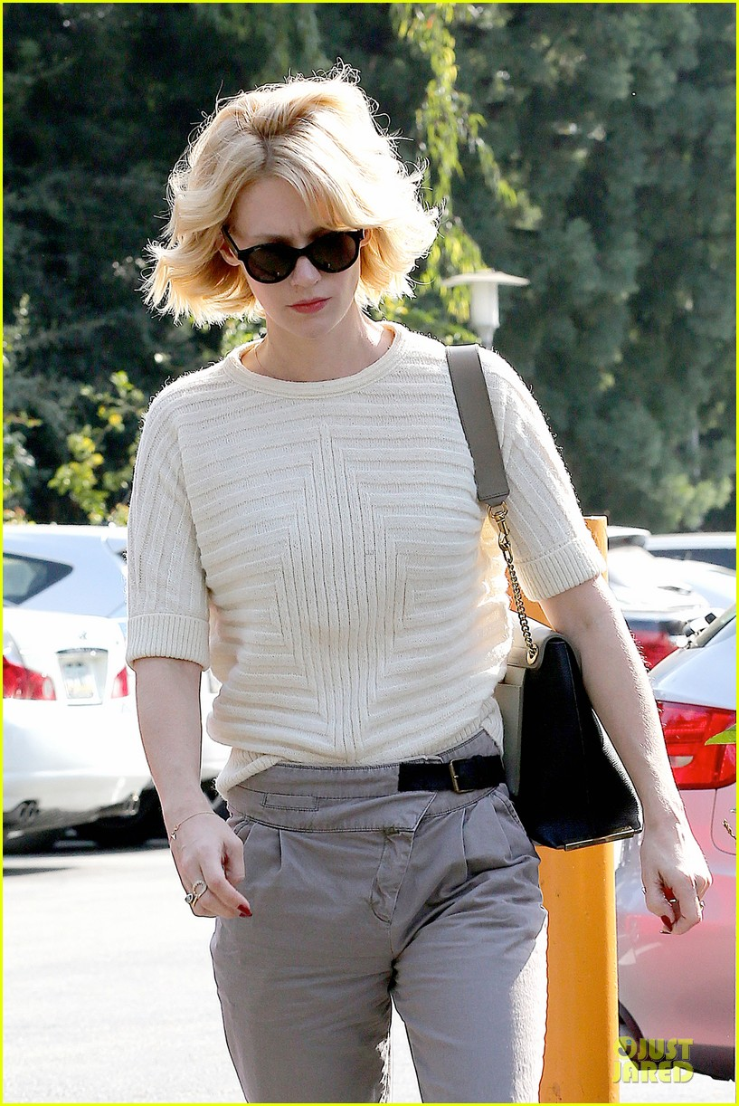 january jones sunglasses sporting pair 082996111