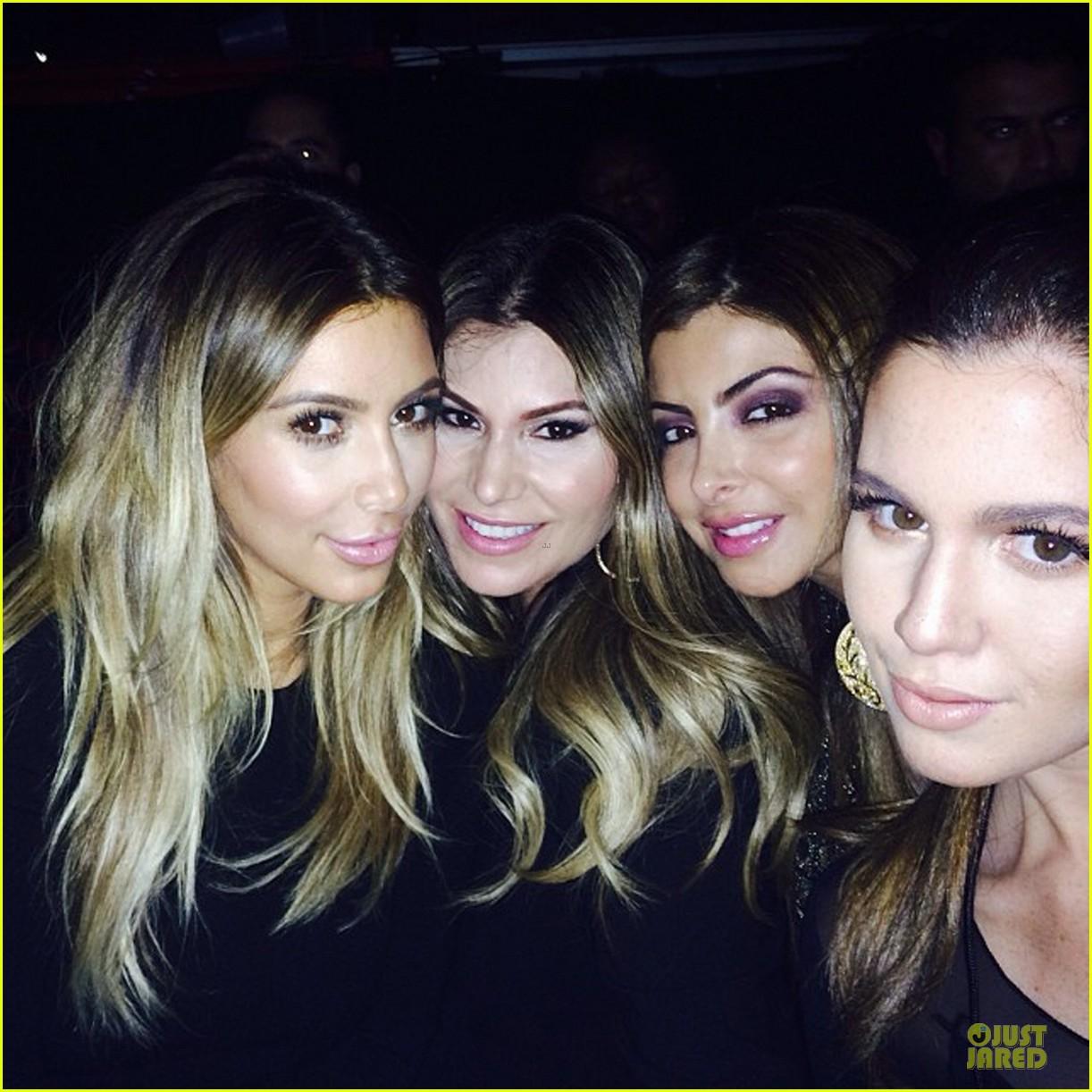 kim kardashian bathrrom selfie with kanye west 043002545