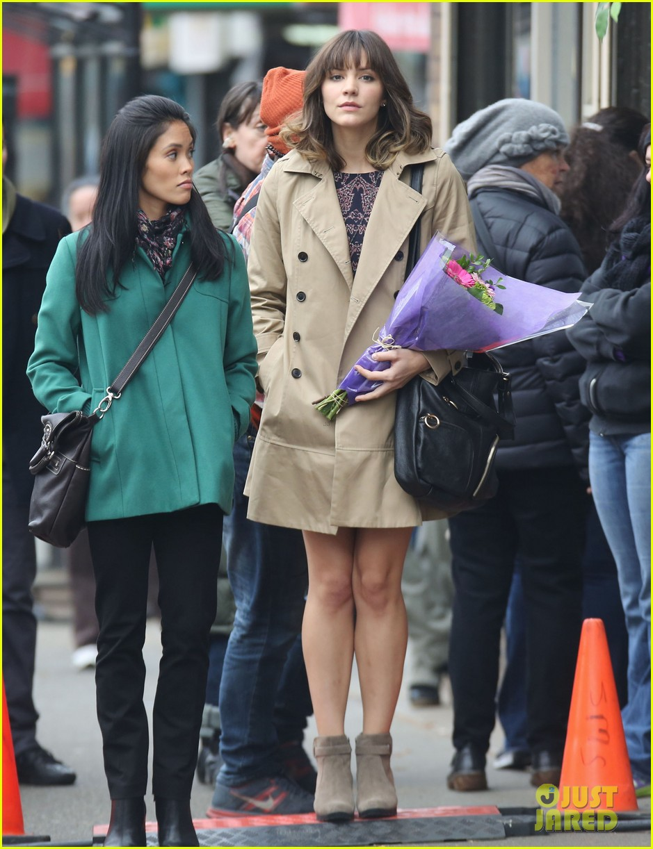 katharine mcphee gets to work on thanksgiving day 083002147