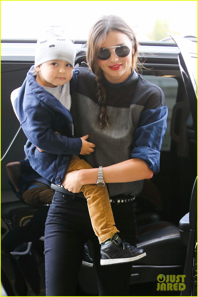 miranda kerr flies out after spending time with miley cyrus 022996702