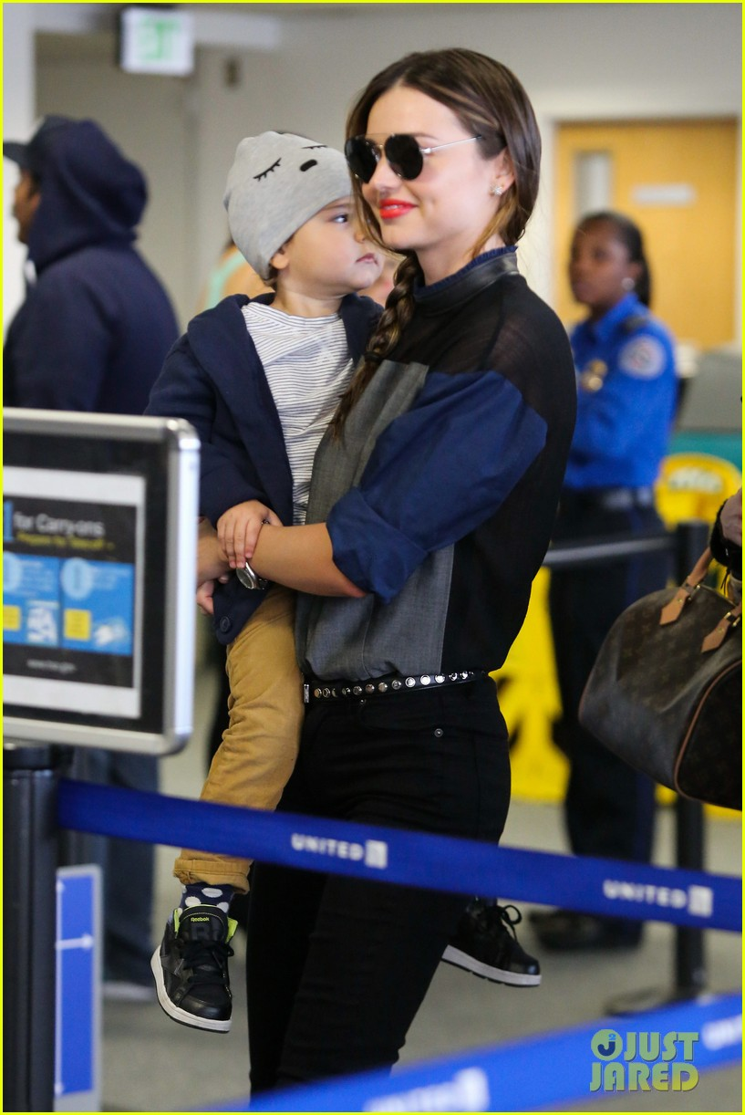 miranda kerr flies out after spending time with miley cyrus 042996704