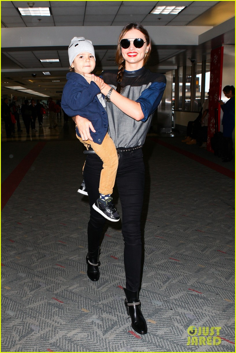 miranda kerr flies out after spending time with miley cyrus 052996705