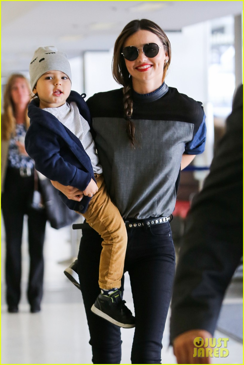miranda kerr flies out after spending time with miley cyrus 082996708