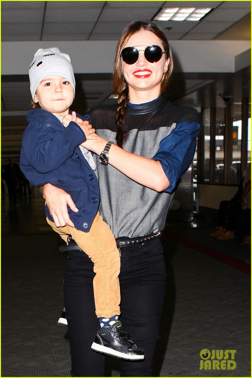 miranda kerr flies out after spending time with miley cyrus 092996709
