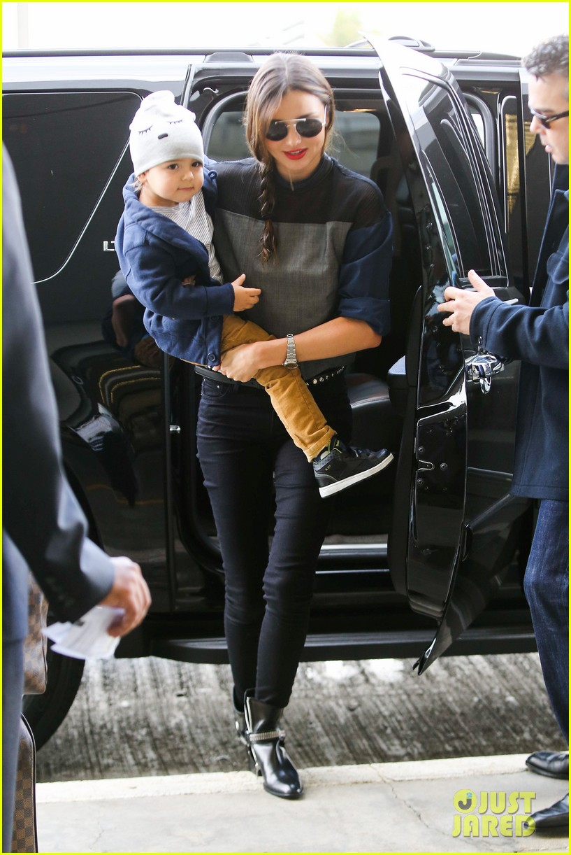 miranda kerr flies out after spending time with miley cyrus 112996711