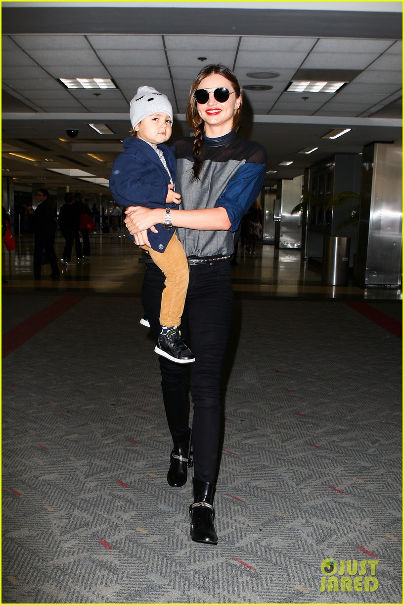 miranda kerr flies out after spending time with miley cyrus 152996715