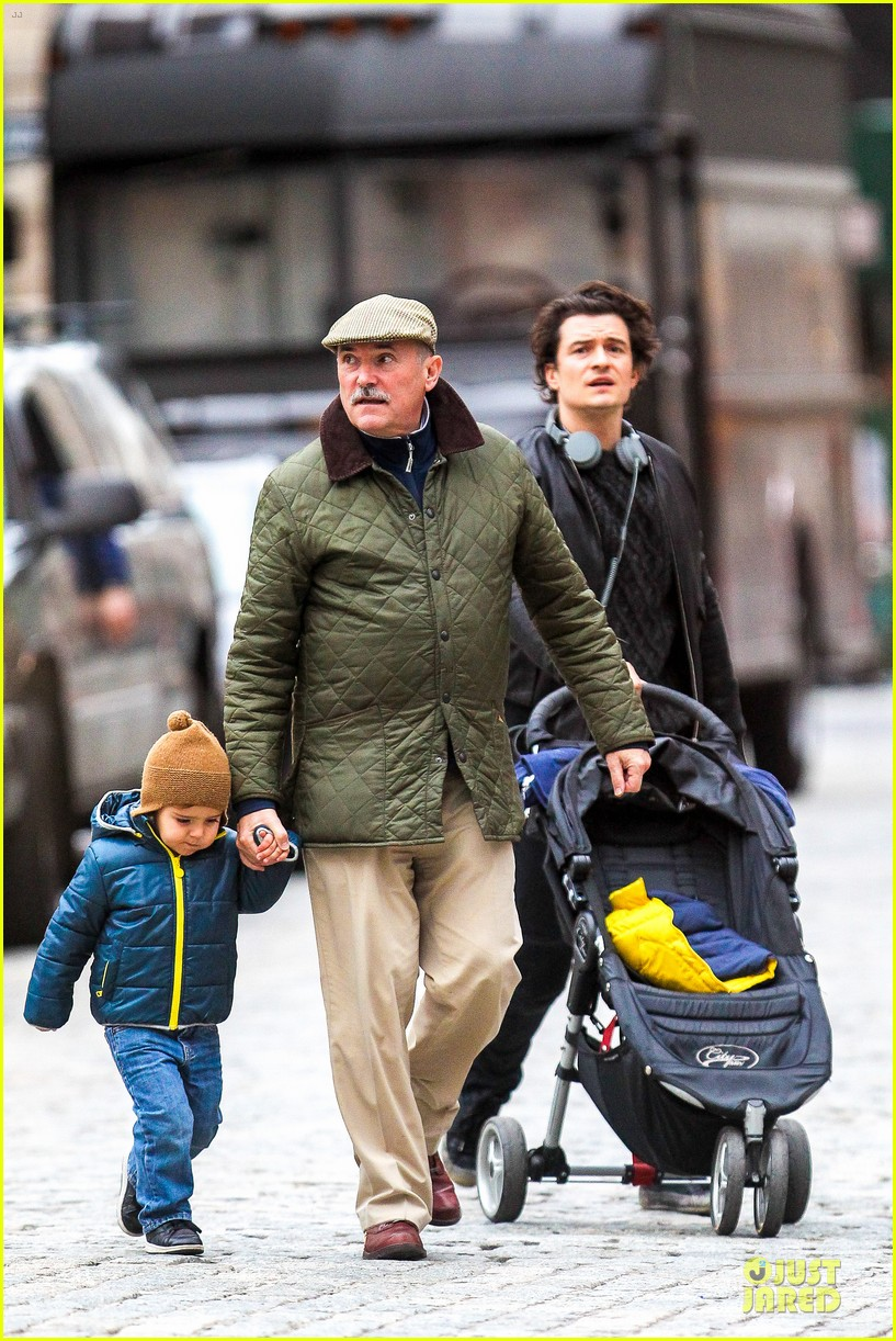 miranda kerr flies to japan orlando bloom bonds with dad harry 052990582