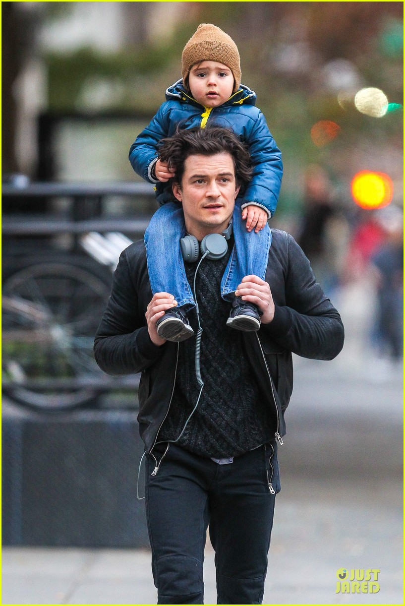 miranda kerr flies to japan orlando bloom bonds with dad harry 072990584