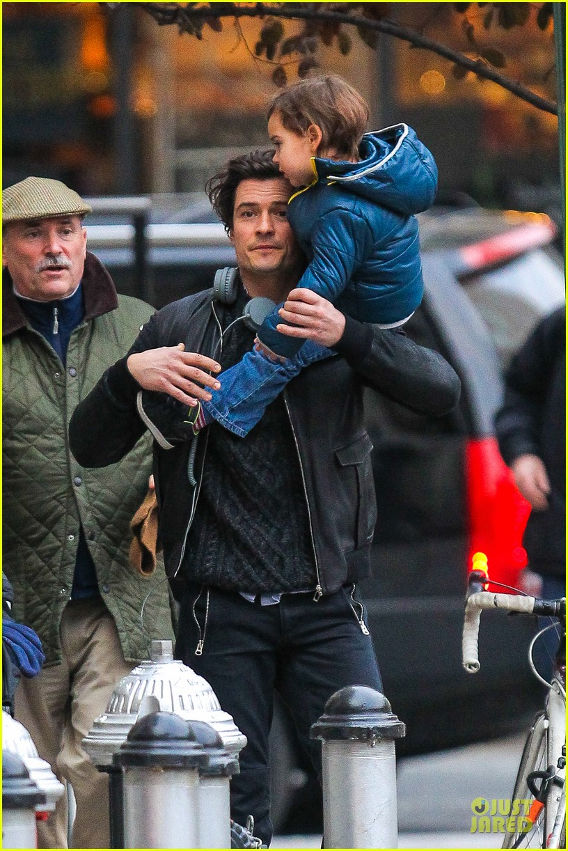 miranda kerr flies to japan orlando bloom bonds with dad harry 15
