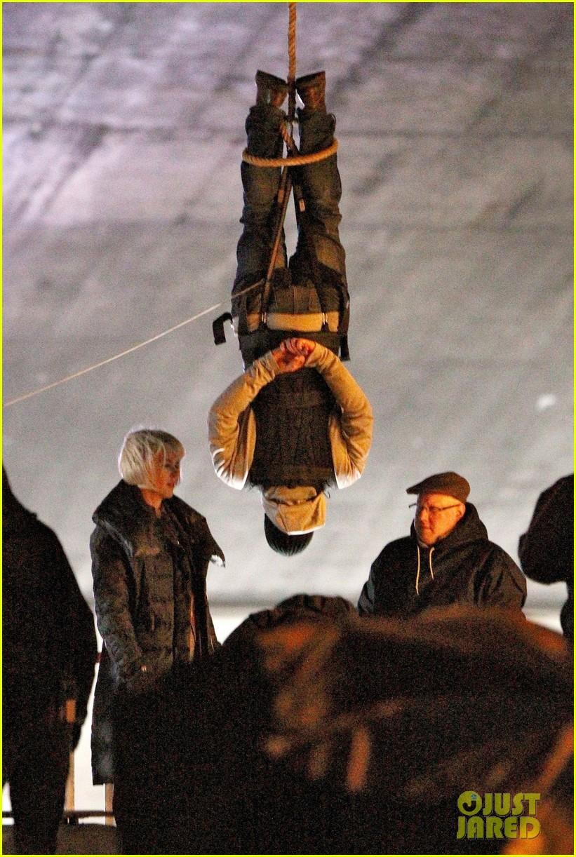 nicole kidman films with hanging man for paddington bear 012985972
