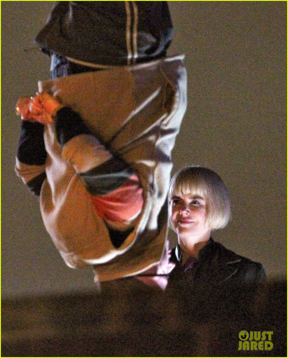 nicole kidman films with hanging man for paddington bear 04