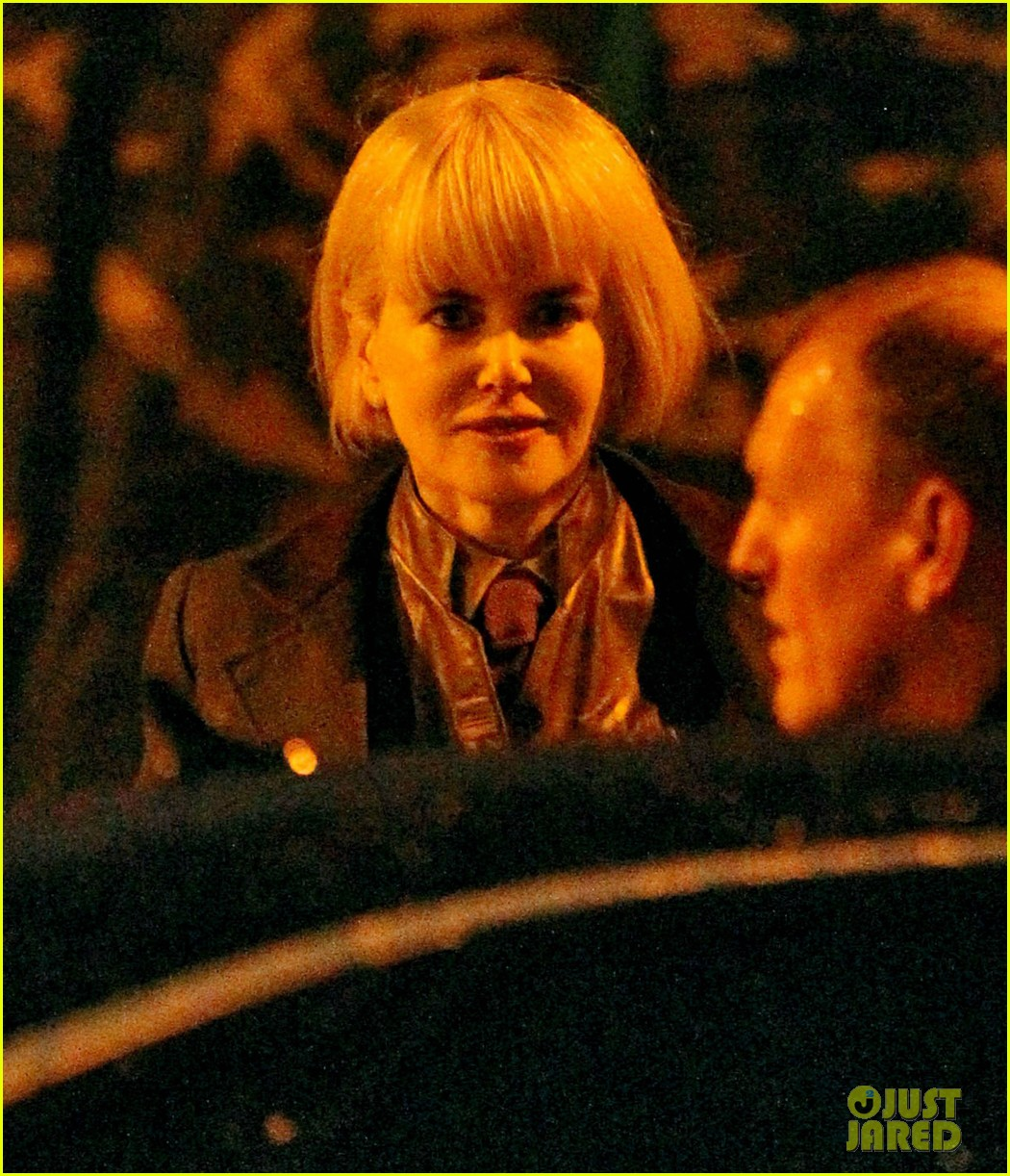 nicole kidman films with hanging man for paddington bear 052985976