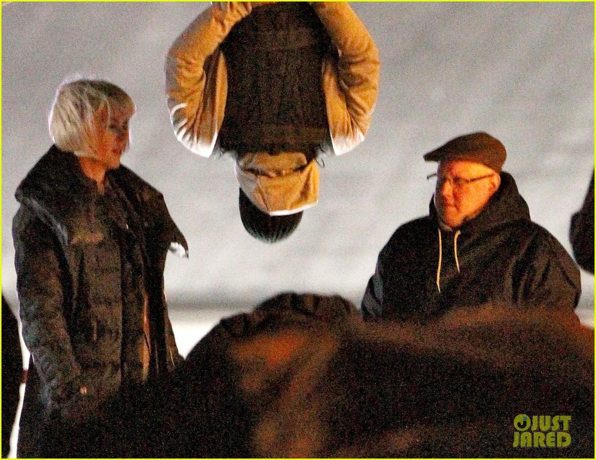 nicole kidman films with hanging man for paddington bear 062985977