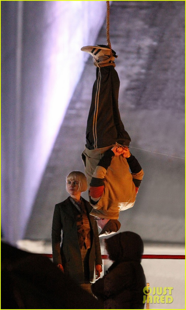 nicole kidman films with hanging man for paddington bear 082985979
