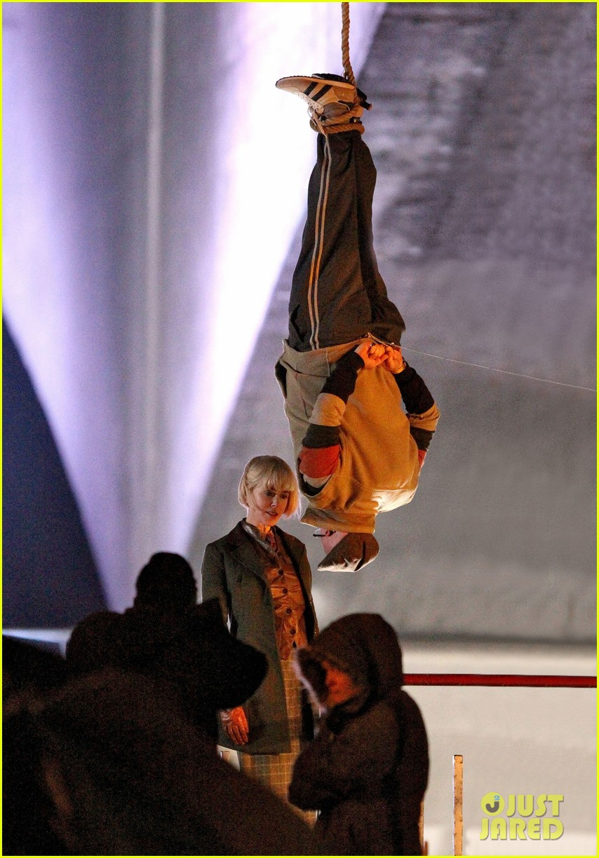 nicole kidman films with hanging man for paddington bear 092985980