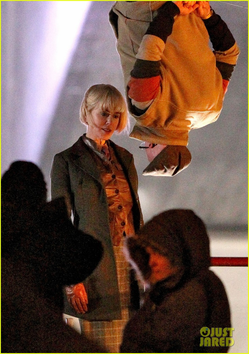 nicole kidman films with hanging man for paddington bear 102985981