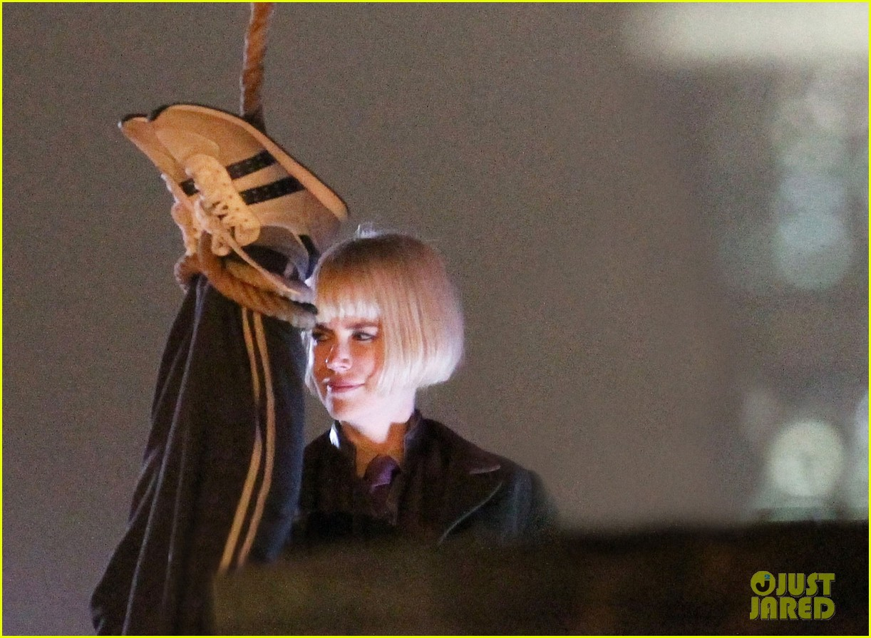 nicole kidman films with hanging man for paddington bear 172985988