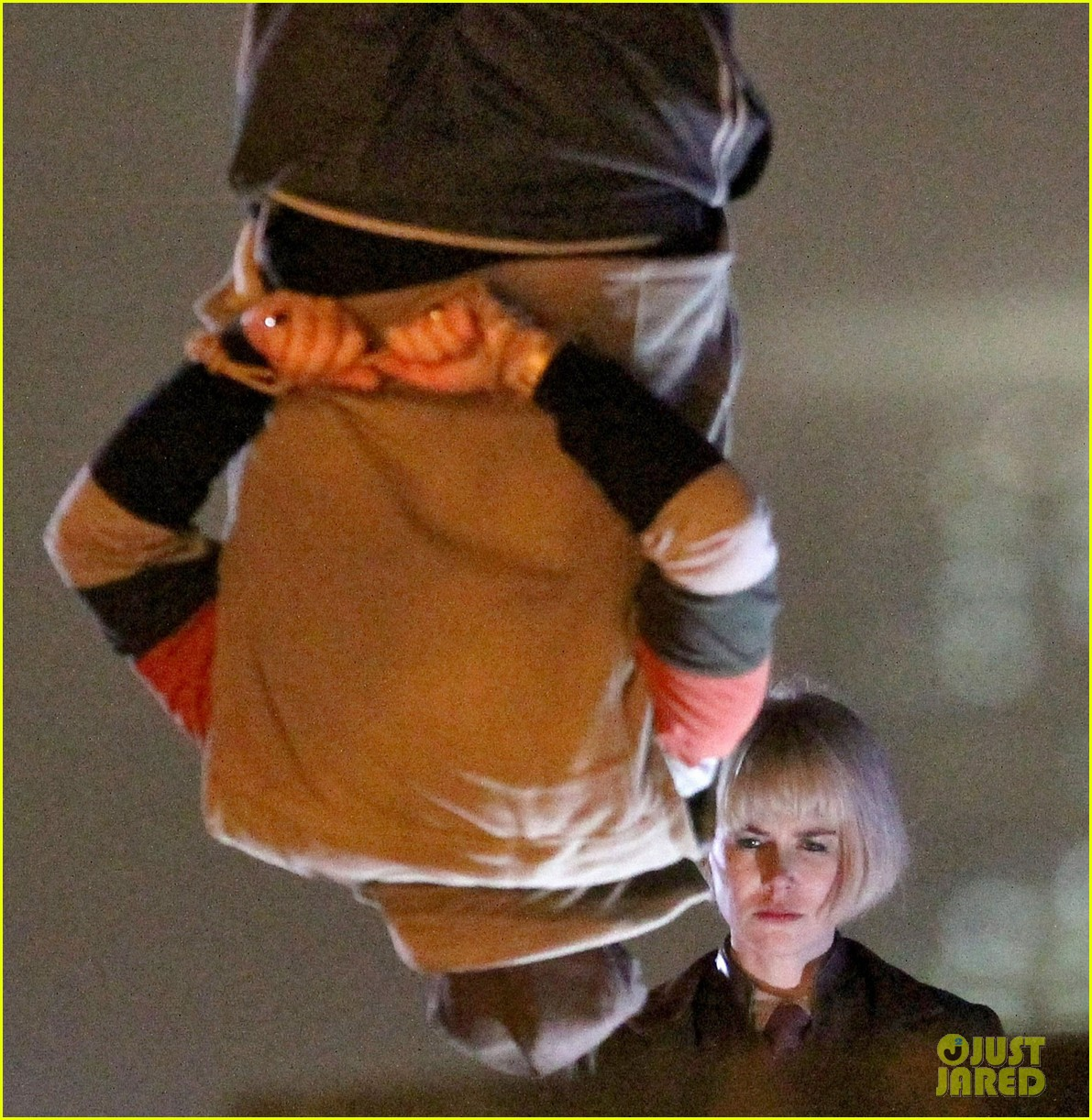 nicole kidman films with hanging man for paddington bear 18