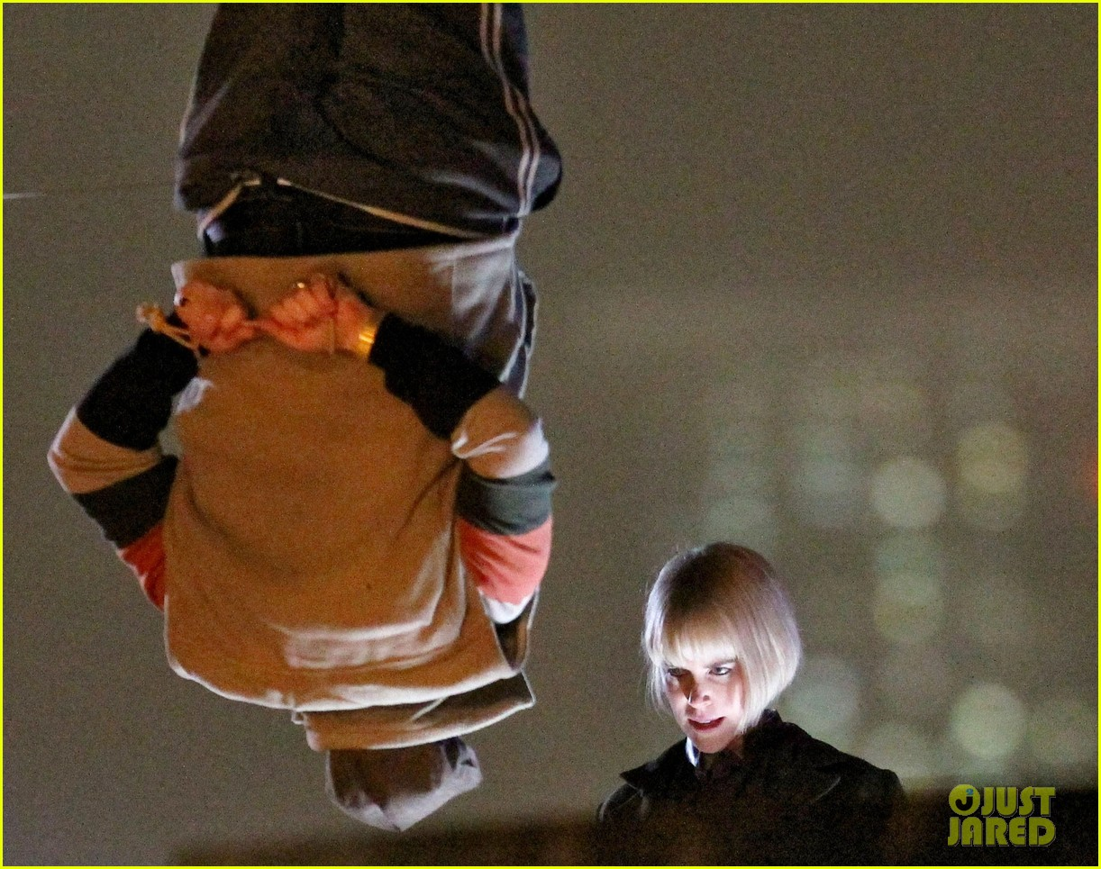 nicole kidman films with hanging man for paddington bear 192985990